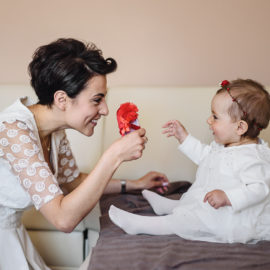Fotograf na chrzest – dobry prezent dla młodych rodziców.