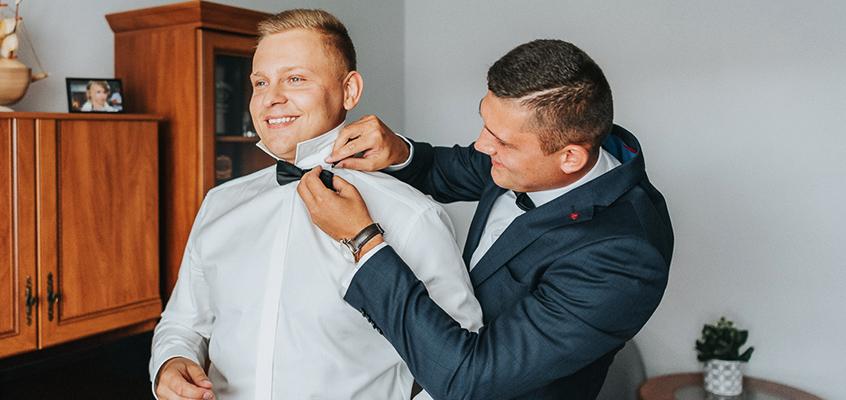 Mężczyzna też idzie do ślubu – czyli garnitur ślubny i dodatki do niego.