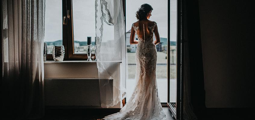 Jak wybrać suknię ślubną i dodatki do niej.