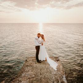 Plenerowa sesja ślubna na Cyprze o wschodzie i zachodzie słońca – w roli głównej Luiza i Bartek