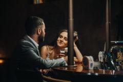 zdjęcia slubne w kawiarni