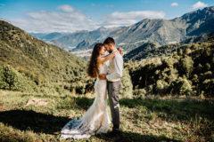 zieleń góry słońce na sesji plenerowej ślubnej