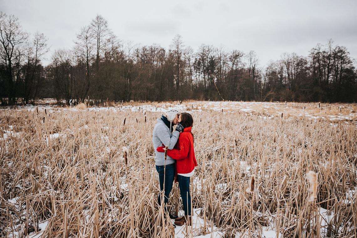 Zimowa sesja narzeczeńska Doroty i Macieja 31