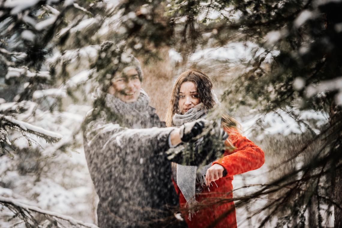 Zimowa sesja narzeczeńska Elizy i Dominika 10