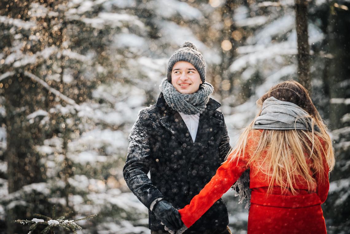 Zimowa sesja narzeczeńska Elizy i Dominika 12