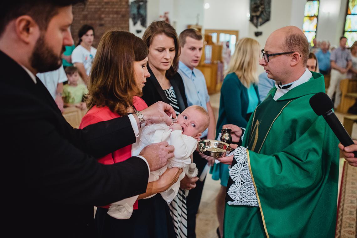 chrzest dziecka w kielach fotograf