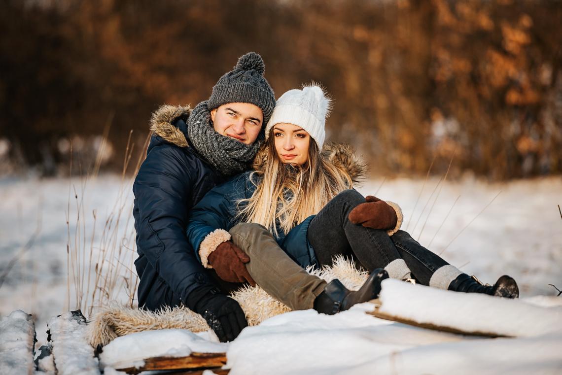 Zimowa sesja narzeczeńska Elizy i Dominika 36